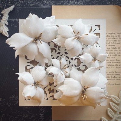 Foamiran virágok - mikulás vegyes méretben (fehér/arany)