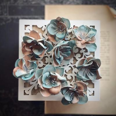 Foamiran virágok - fantázia közepes méretben (türkiz/barna)