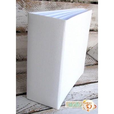 13x13 cm-es vászon borítású, fehér 3D album 6 db lappal