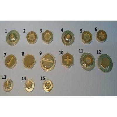 1 cm átmérőjű csavarfejek (15 db)
